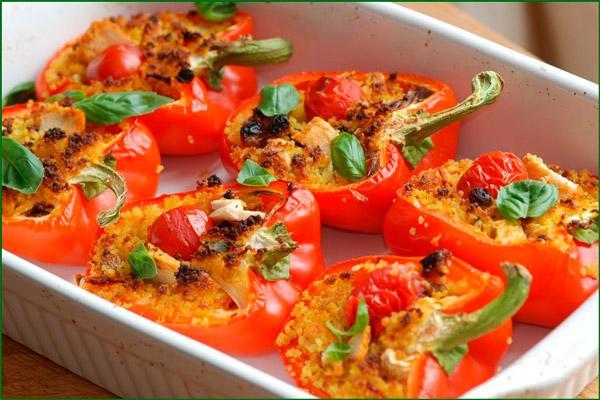 Болгарский перец фаршированный помидорами